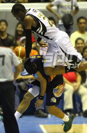 B-Meg import Marcus Blakely and Rain or Shine rookie Paul Lee dive for a loose ball. Photo by Jomar Galvez