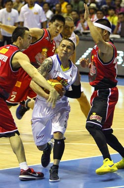 Talk 'N Text guard Jimmy Alapag tries to score against a Ginebra triple team. Photo by Jomar Galvez