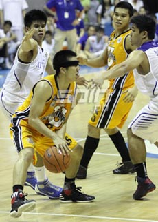 Jeric Teng tries to keep the ball from Kiefer Ravena and Ryan Buenafe as his headband slips over his eyes. Photo by Jerome Ascano 