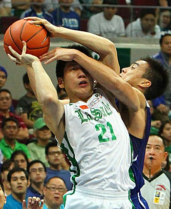 La Salle's Jeron Teng is fouled on a drive. Photo by Jomar Galvez