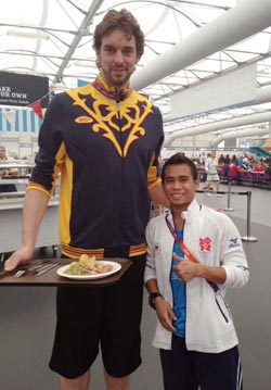 The five-foot Mark Anthony Barriga is dwarfed by Spanish cager Pau Gasol when they posed for a picture inside the Athletes Village.