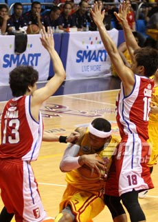 Calvin Abueva scored 29 points to go with 18 boards and seven assists for the Stags. Photo by Jerome Ascano