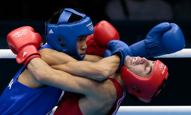 Russia's Misha Aloian (right) and Mongolia's Tugstsogt Nyambayar use a different kind of fighting style in the men's flyweight 52-kg semifinal boxing match won by the latter. AP