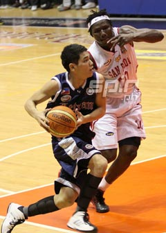 San Beda held Letran ace Kevin Alas to only six points on 3-of-16 shooting. Photo by Jerome Ascano
