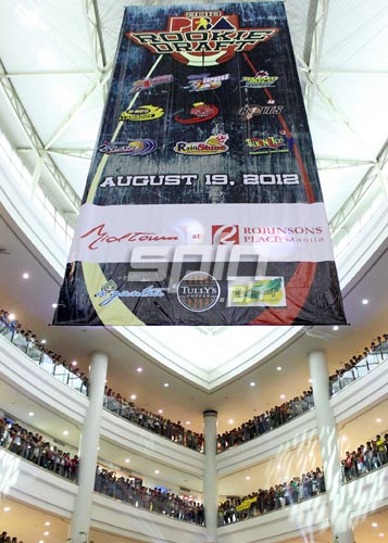 A huge Sunday crowd gets a high by witnessing the proceedings at the Robinsons Midtown Mall. Jerome Ascano