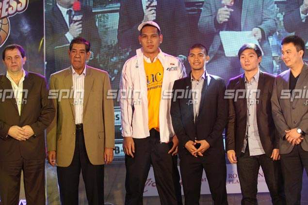 The firstCebuano native to be picked first overall since Apet Jao in 1990 joins the Petron Blaze.Jerome Ascano