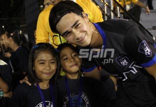 James Younghusband skips his pre-game routine to spend some time with the kids of Tuloy sa Don Bosco. Photo by Jerome Ascano