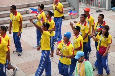 Members of the Philippine Dragon Boat Team proudly wave mini-Philippine flags during the athletes' parade before the World Dragon Boat Championship in Milan.