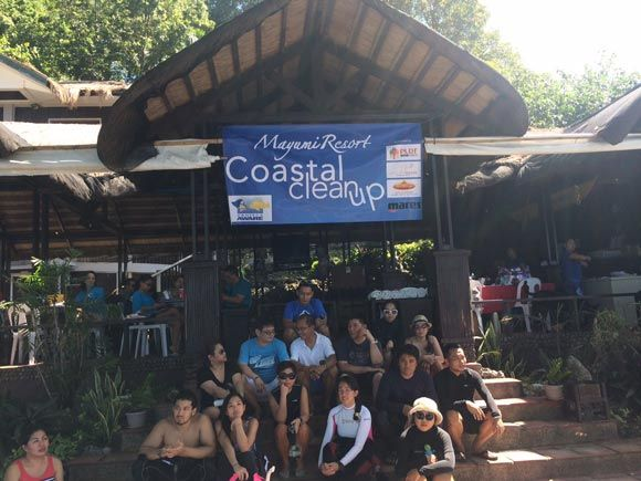 Participants of the Coastal Cleanup at the Mayumi Resort in Anilao.