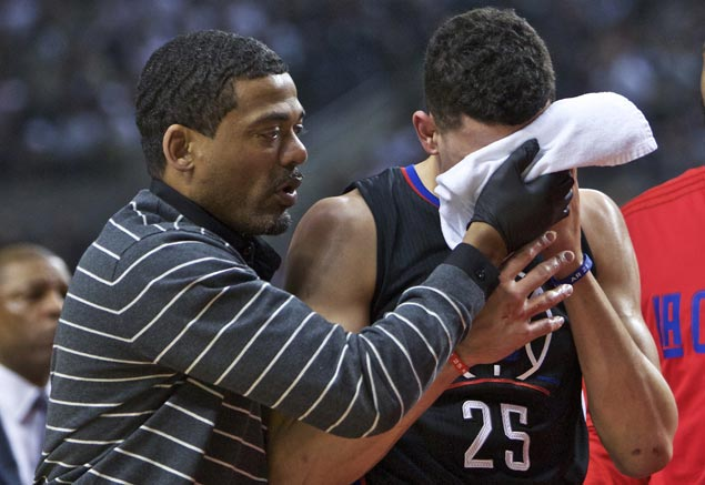 Austin Rivers' face is bloodied in game against Blazers