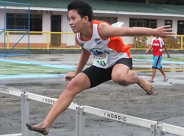 Barefoot wonder leads Laguna's gold rush