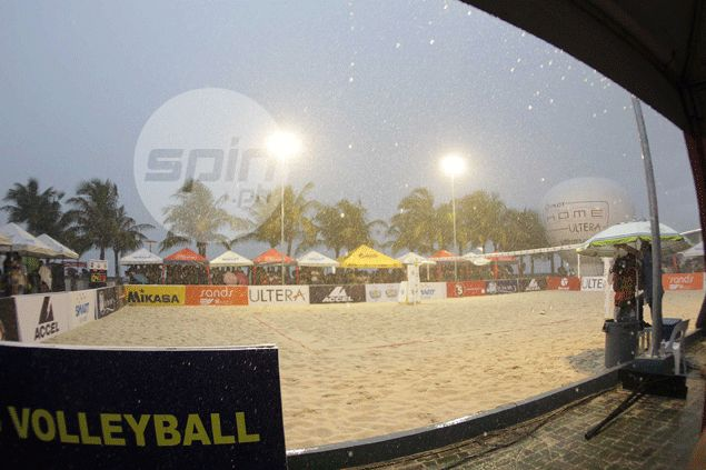 Strong rain momentarily halted action in Super Liga Beach Volleyball Challenge Cup Saturday. Jerome Ascano