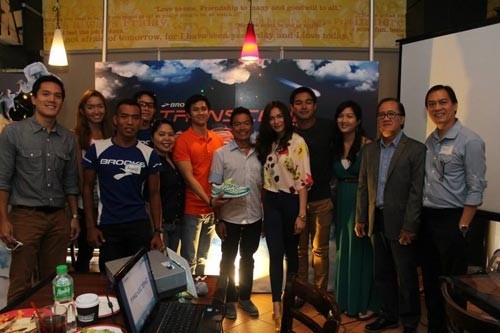 SRI officials led by Rod and Toby Claudio with the Brooks brand ambassadors. (Photo from Brooks)