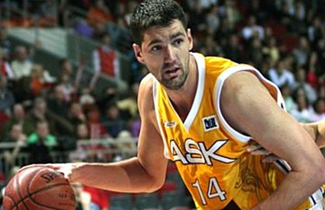 Giant issue for Painters: Team having problems finding bed big enough for 7-3 import Sundov