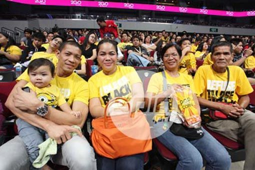 Proud pro cager Eddie Laure and family were at MOA Arena to watch EJ Laure's UAAP debut with the Tigresses. Photo by Dante Peralta