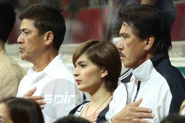 Vic Sotto, girlfriend Pauleen Luna, and brother Sen. Tito Sotto, were in the stands early enough to join the pre-game ceremony. Jerome Ascano