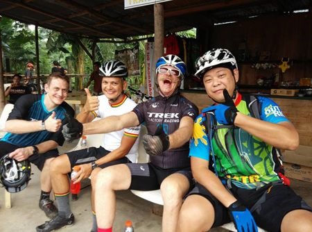 Fisher (third from left) enjoying the company with SPIN.ph's Agu Paiso (2nd from left) during a Trek event at Heroes's Trail.