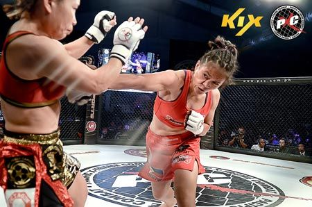 Gina Iniong (right) throws a hard right to the body of Mei Yamaguchi, and wins via split decision.