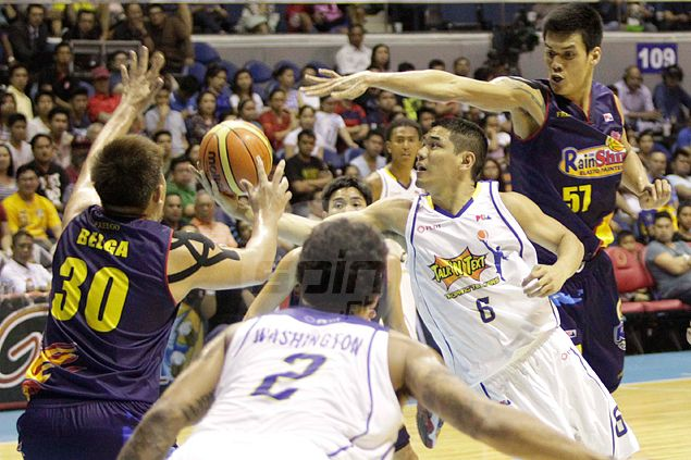 Passing EDSA serves as a practice run for Kevin Alas in trying to get through the tight lanes in the PBA. Photo by Jerome Ascano