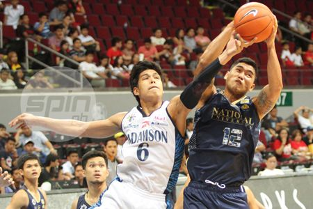 Don Trollano, left, was the only Adamson player to make a field goal in the first quarter. Photo by Jerome Ascano