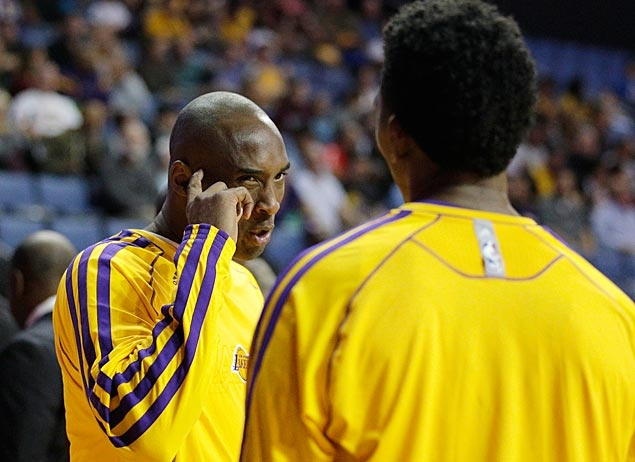 Kobe Bryant refuses to sign Nick Young's shoes, throws them in the trash