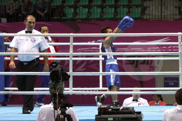Mark Anthony Barriga cruises past Thai foeWittawas Basapean with a unanimous decision win in China