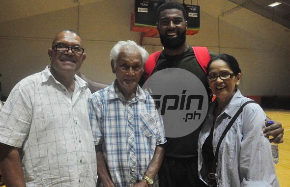 Moala Tautuaa is joined after the game by dad Moala, Sr., grandfather Santiago Del Valle, and mom Romanita. Photo by Dante Peralta