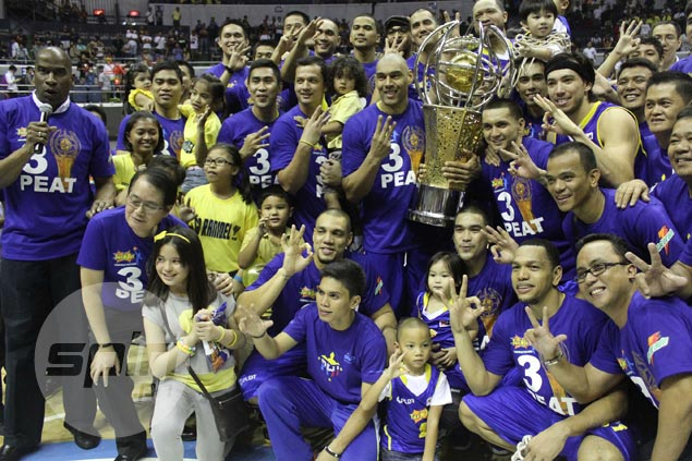 Coach Norman Black and the Texters celebrate with team officials including PLDT executive Ricky Vargas.  Jerome Ascano