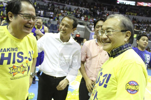 Talk 'N Text owner Manny V. Pangilinan savors the team's third successive all-Filipino championship in the company of Maynilad chair Ricky Vargas, left, Commissioner Chito Salud, and league chairman Robert Non (partly hidden).  Jerome Ascano