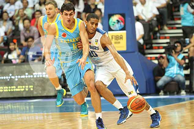 Gilas Pilipinas Gabe Norwood forces his way against Kazakhstan's Dmitriy Klimov. Jerome Ascano