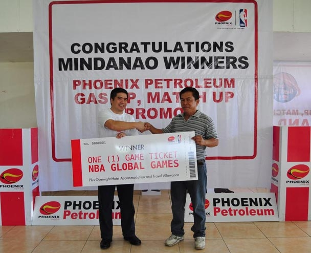 Phoenix Petroleum Asst. Vice President for Retail Sales-Mindanao Roel Cruz awards the NBA Global Games Philippines 2013 ticket to Mr. Alfredo Ancog, Jr. on October 1, 2013 at the Phoenix Petroleum Davao headquarters. Mr. Ancog will watch the Houston Rockets and Indiana Pacers on October 10 at the SM Mall of Asia Arena as prize in the Gas Up, Match Up Promo. The prize includes hotel accommodation and travel allowance of P10,000. Phoenix Petroleum drew 50 lucky winners to the promo as part of its partnership with NBA.