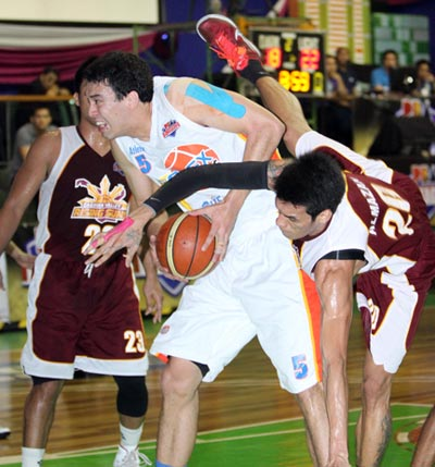 Greg Slaughter (left) comes up with a fine performance in his D-League debut, eclipsing rival big man Raymond Almazan. PBA Images