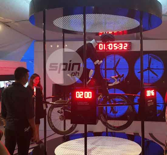 Filipina elite triathlete Monica Torres (second from left) inspects the new S-Works Venge ViAS during the #aeroiseverything event at One Raffles Place