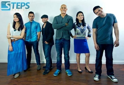 Fernandez (center) with the Steps Project team.