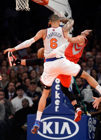 Tyson Chandler knocks Jeremy Lin to the ground with a shot to the head that resulted in a flagrant foul. AP
