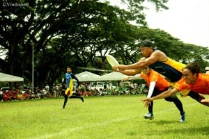 Action during the 2013 Philippine Ultimate Championships. (photo by vince ortego)