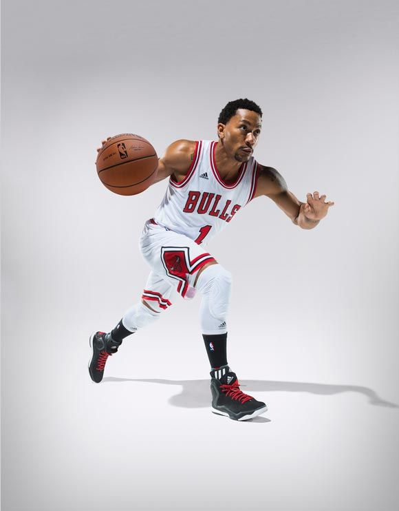Rose showing off the 'Away' version of the D Rose 5 Boost