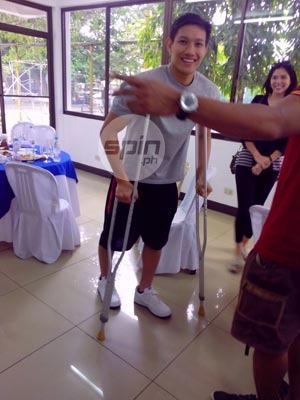 Alex Cabagnot showed up for Ginebra governor Robert Non's birthday celebration in crutches. Photo by Snow Badua