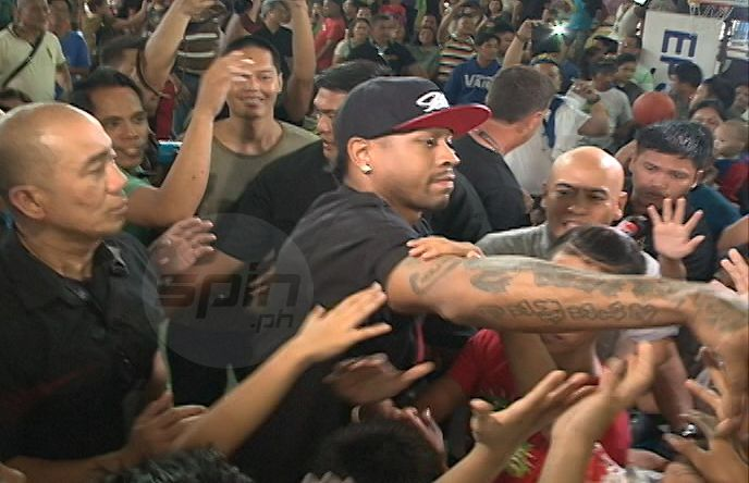 Former NBA star Allen Iverson is mobbed by fans during his basketball clinic in Quezon City. Snow Badua