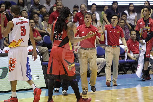 SMB coach Leo Austria tries to restrain import Arizona Reid. Jerome Ascano