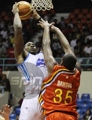Denzel Bowles had 23 points and 16 rebounds to lead San Mig Coffee. Photo by Jerome Ascano
