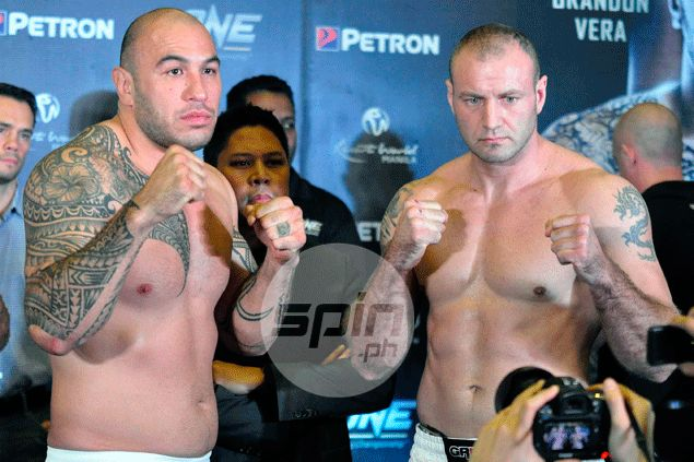 Fil-Am Brandon Vera and foe Igor Subora. Dante Peralta