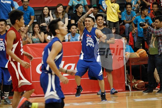 Jimmy Alapag eggs on his team from the sidelines