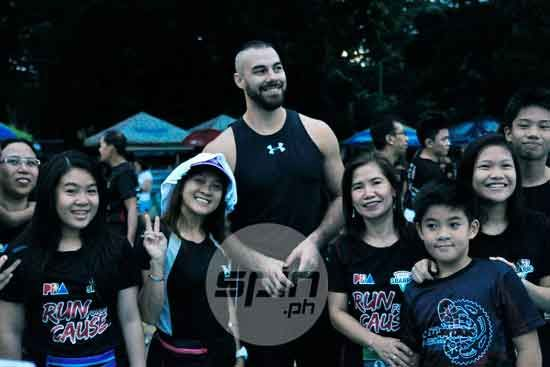 Doug Kramer poses with some fans before the start of the race.