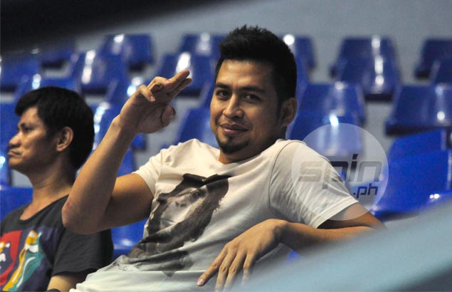 PBA cager Mac Baracael of Ginebra is spotted watching one of Michelle Datuin's games with Cignal in the Super Liga. Photo by Dante Peralta