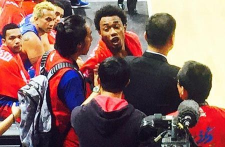 Calvin Abueva trade bards with a fan near the Gilas bench. Photo from Patricia Hizon's Instagram account