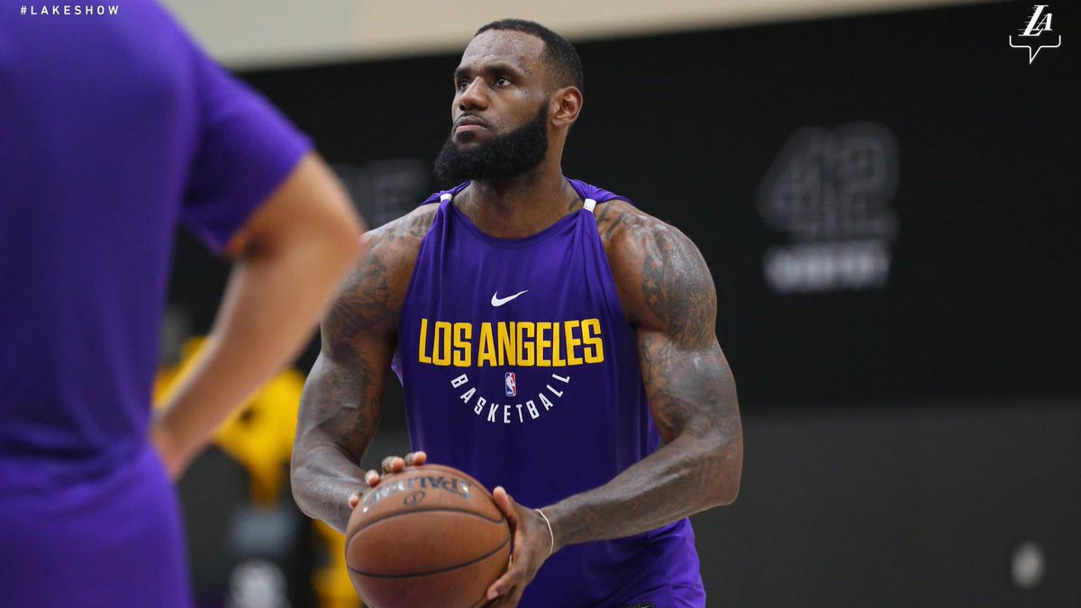 2f5958f8c5ee LeBron finally wears purple and gold - at least in Lakers practice