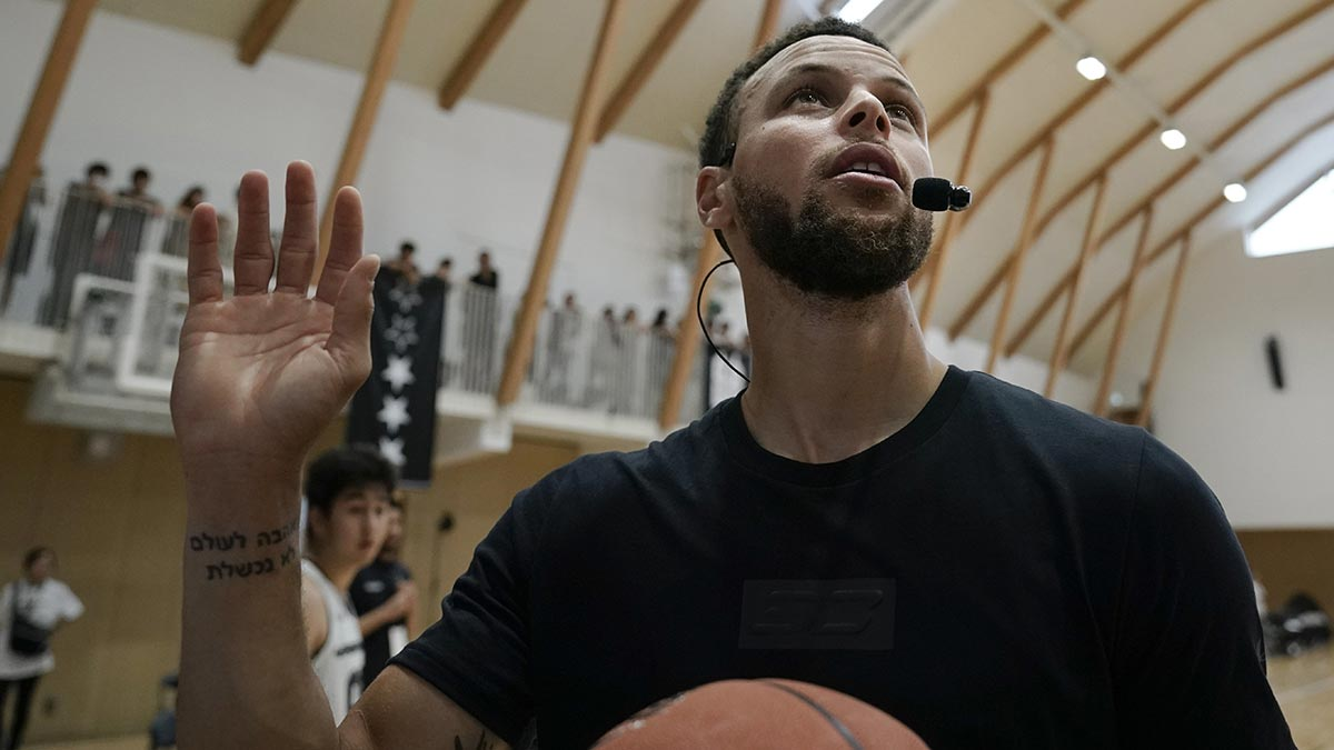 New Old Wise Men Sure Look Lot Like Old >> Steph Curry Embraces Role As Old Guy In New Look Warriors Team