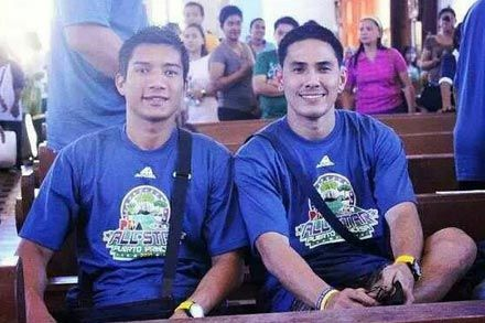 Roger Yap with longtime teammate James Yap. Snow Badua
