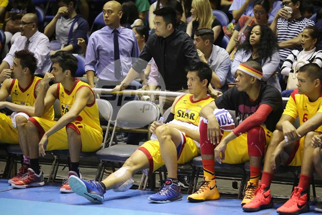 Star Hotshots hold breath as in-form James Yap suffers right calf strain